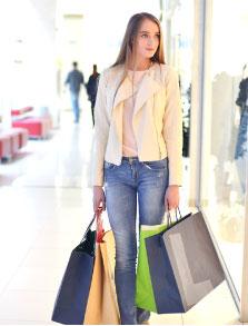 クレジットカードのショッピング枠を利用する人